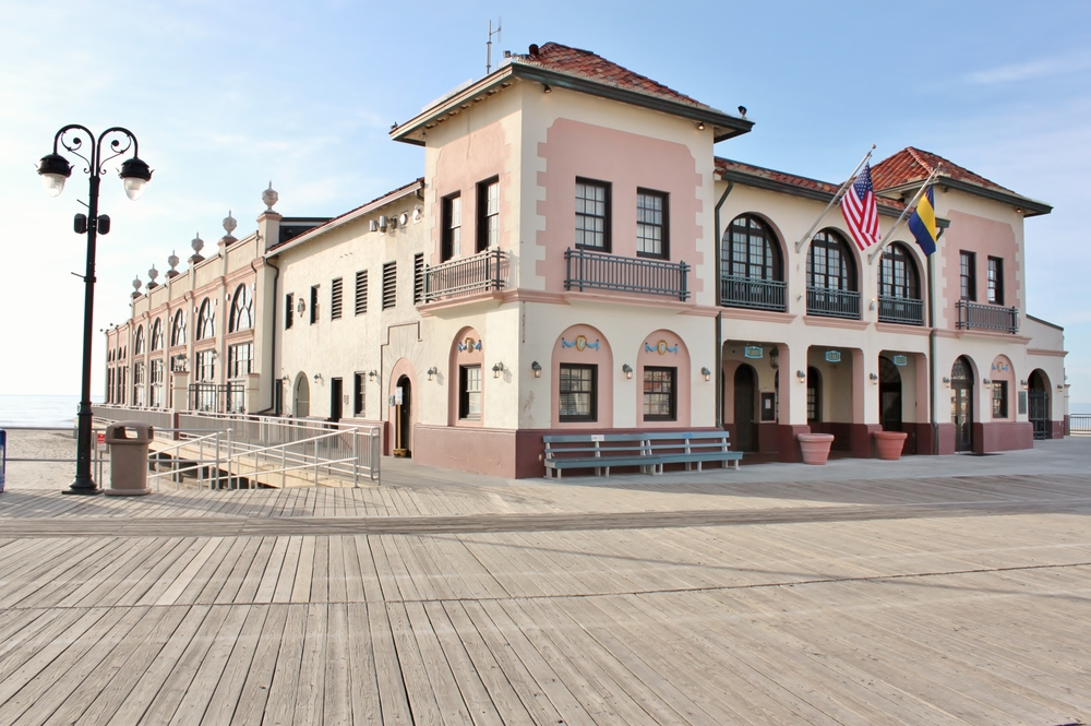 Zenneth Manor Inn is just one block from Music Pier and boardwalk