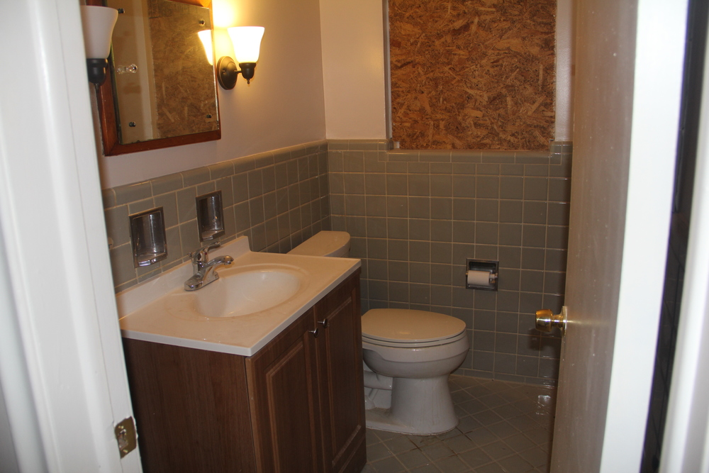 18225 Santa Rosa (Bathroom).JPG