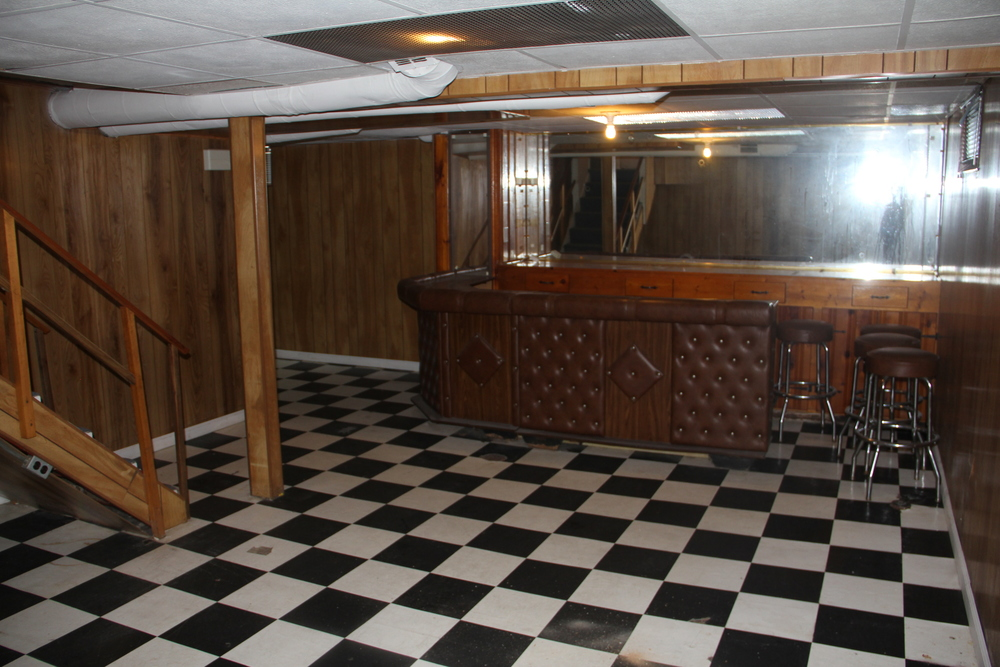 19475 Stoeple Basement Bar.jpg