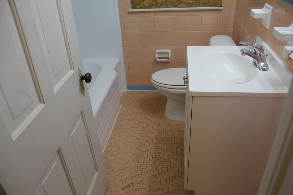 19475 Stoeple Bathroom.jpg