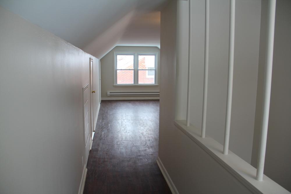Master Bedroom -hallway.JPG