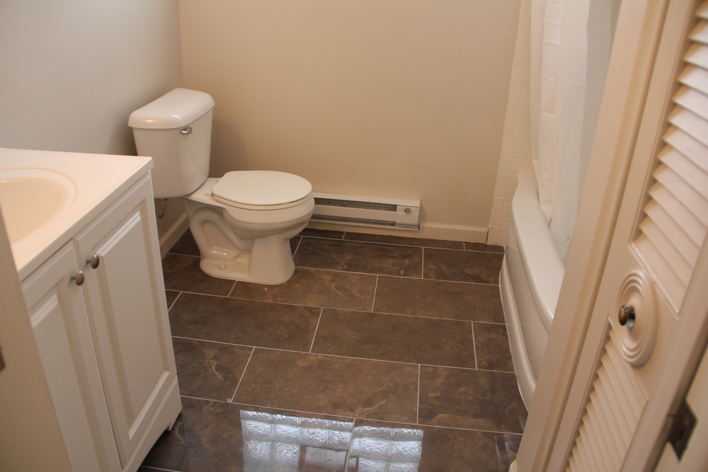Master Bathroom (1).JPG