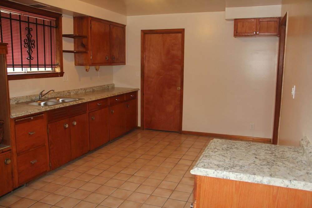 17631 Belden-kitchen.jpg