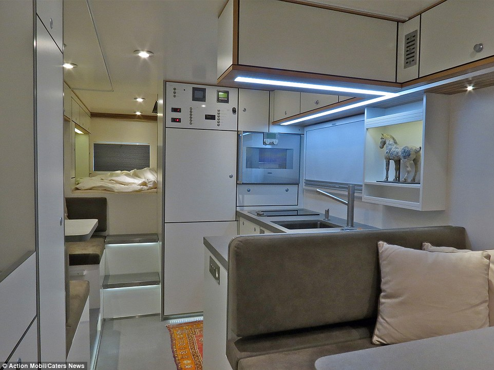 2CAB0C0B00000578-3246096-The_vehicle_described_as_a_motorhome_for_globe_cruise_features_c-a-18_1443053549506.jpg