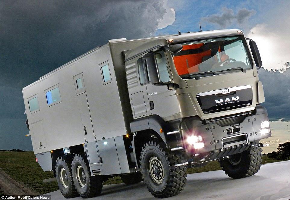 2CAB0C0300000578-3246096-The_massive_vehicle_produced_in_Saalfelden_am_Steinernen_Meer_Au-a-13_1443053481767.jpg