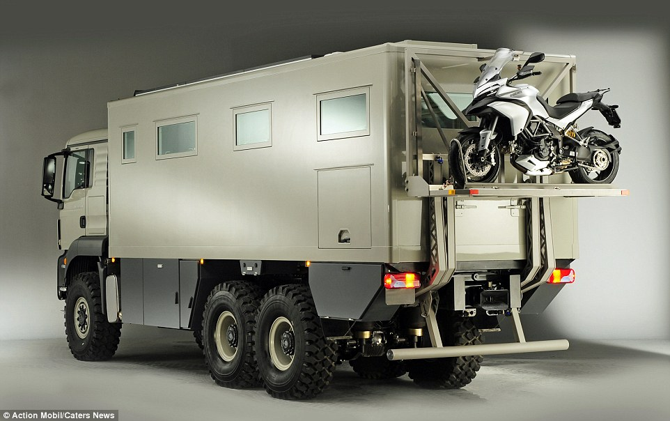2CAB0C1300000578-3246096-Power_The_camper_van_looks_more_like_a_military_vehicle_and_is_s-a-9_1443053429908.jpg