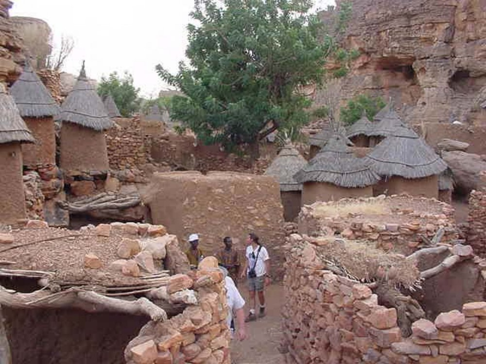 Visiting another Dogon village