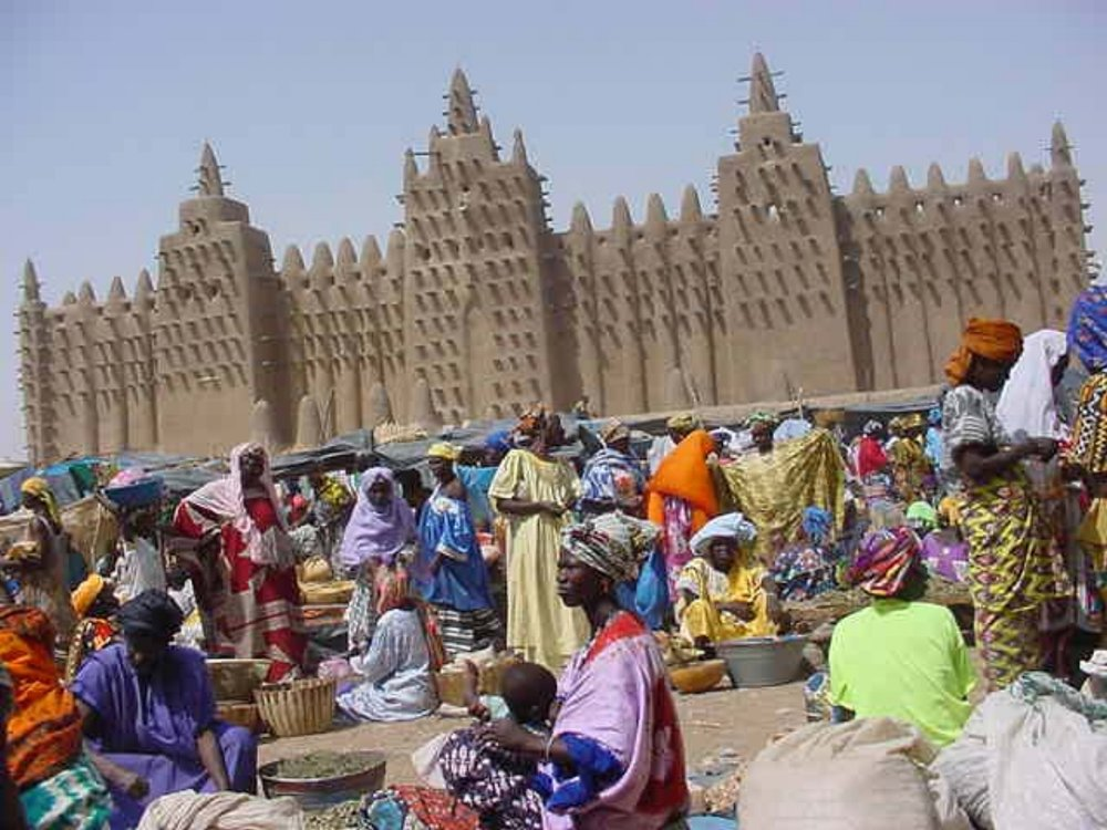 The Djenne market with the Grand Mosque behind