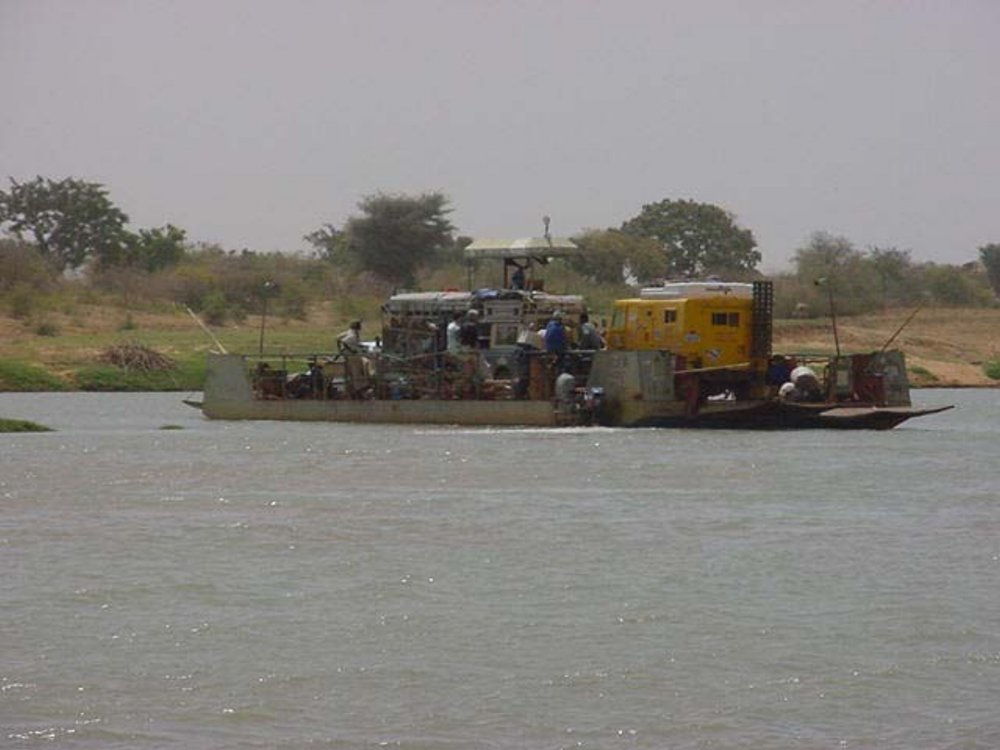 All aboard the ferry to Djenne