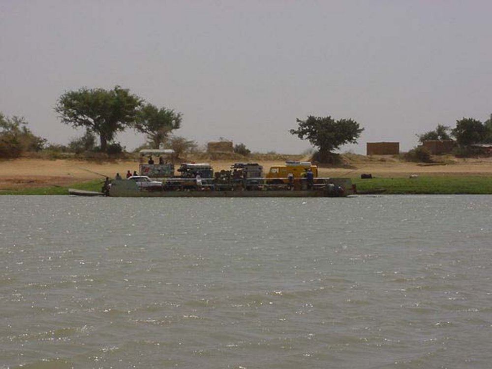Crossing the Bani River