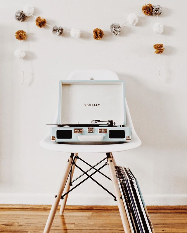 ✨ HOLIDAY GIVEAWAY ✨ I've teamed up with some of my favorite grammers to bring you this giveaway! One lucky babe will win a blue Crosley Cruiser portable record player and a $50 Urban Outfitters gift card to start their own vinyl collection! TO ENTER: ✨ Must be following: - @october.june - @natlovesthat - @mariahelen13 - @gypsanfox - @woodworkingwife - @belleathena - @fleetingfoxfoto ✨ Like this photo and tag 2 friends in the comments below. ✨ For an extra entry, screenshot this post and share it in your story. Be sure to tag @october.june for it to count. A winner will be chosen at random DECEMBER 26. This giveaway is not sponsored or endorsed by Instagram, we just want to spread the holiday cheer!