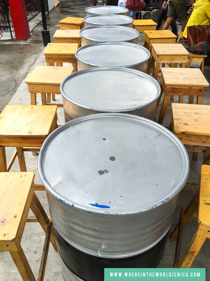 gastro-park-kapitolyo-food-park-barrel-table.jpg