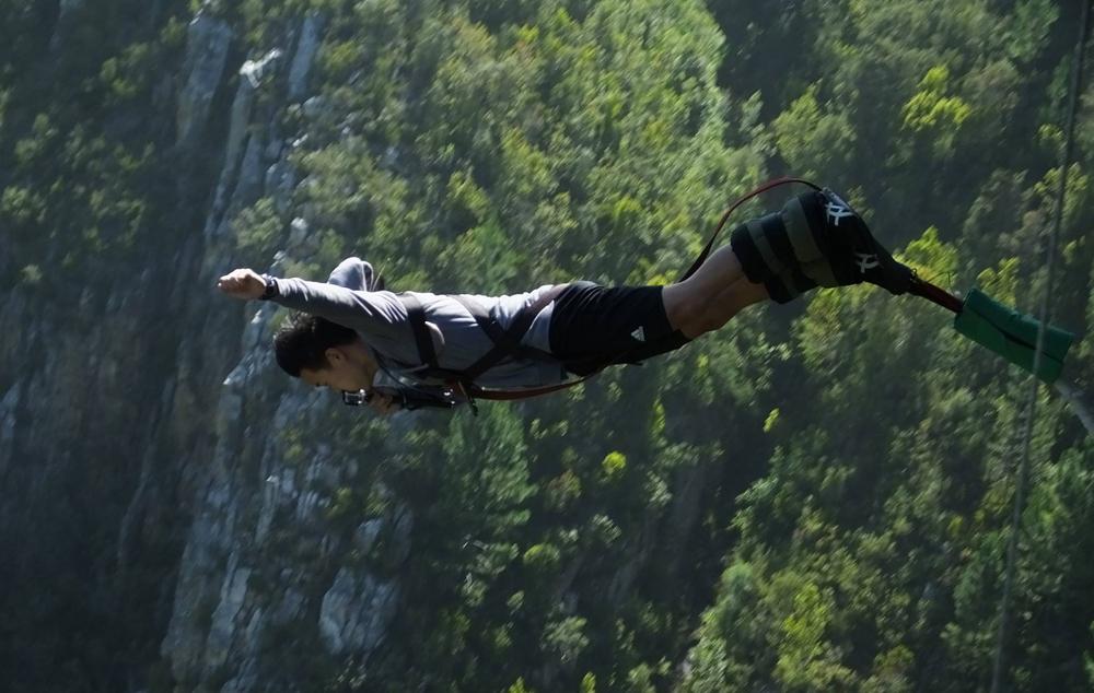 dan-choi-bungee-jump.jpg