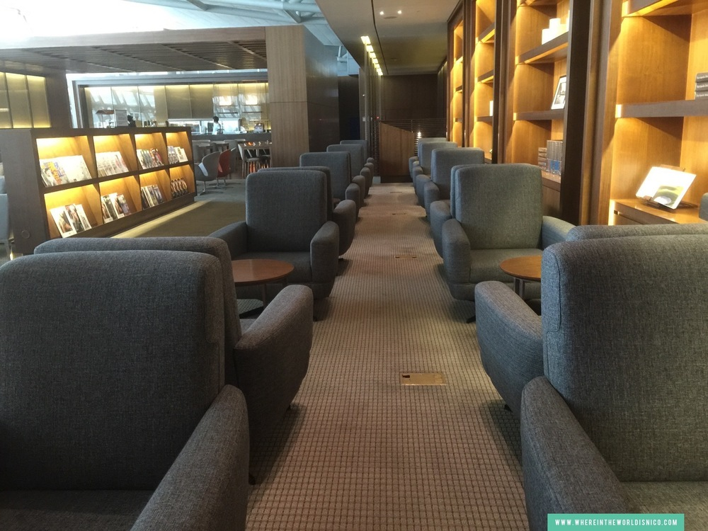 asiana-a380-icn-lax-business-class-lounge-seats.JPG