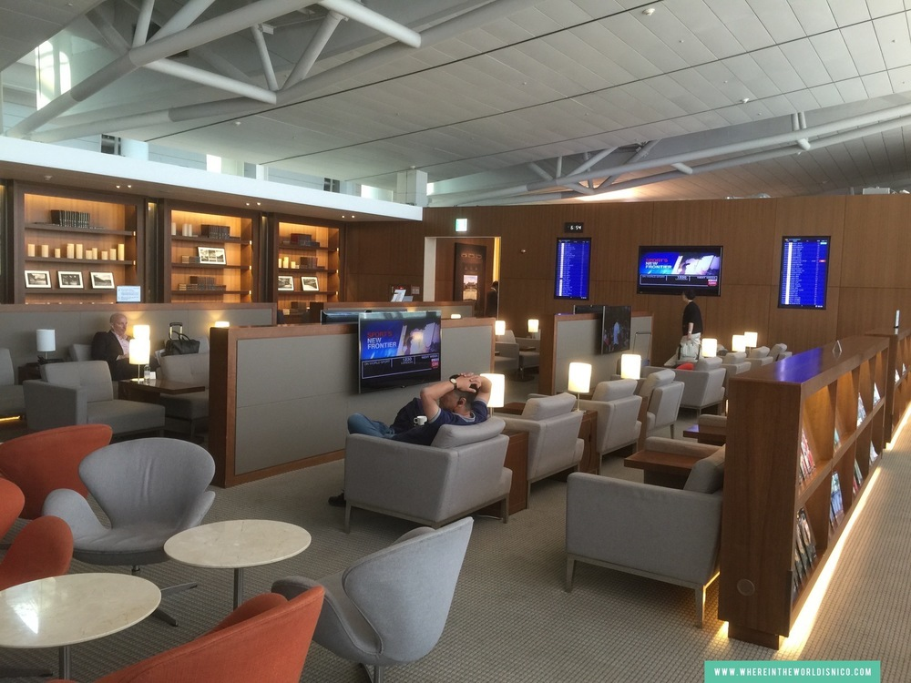 asiana-a380-icn-lax-business-class-lounge-area.JPG