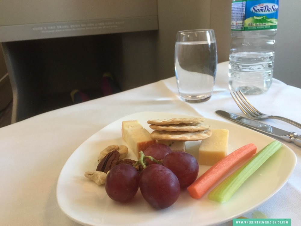 asiana-a380-icn-lax-cheese-plate.JPG