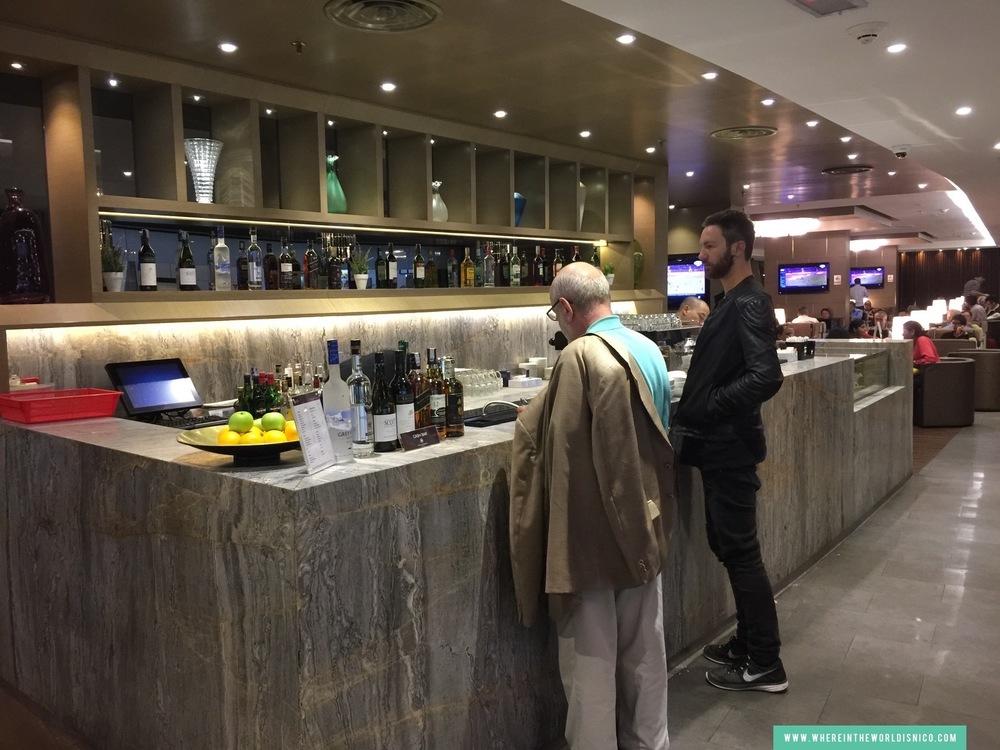 plaza-premium-lounge-kul-bar.JPG