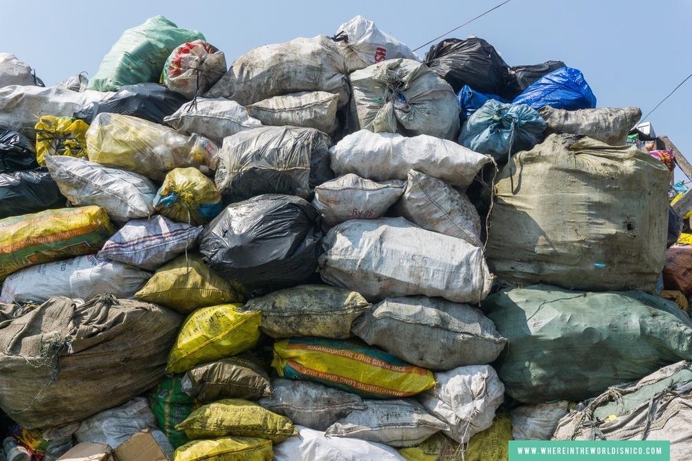 happyland-tondo-manila-garbage-pile.jpg