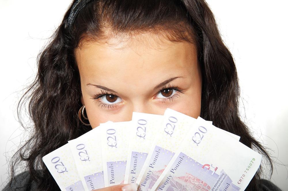 lady-cash-in-gbr.jpg