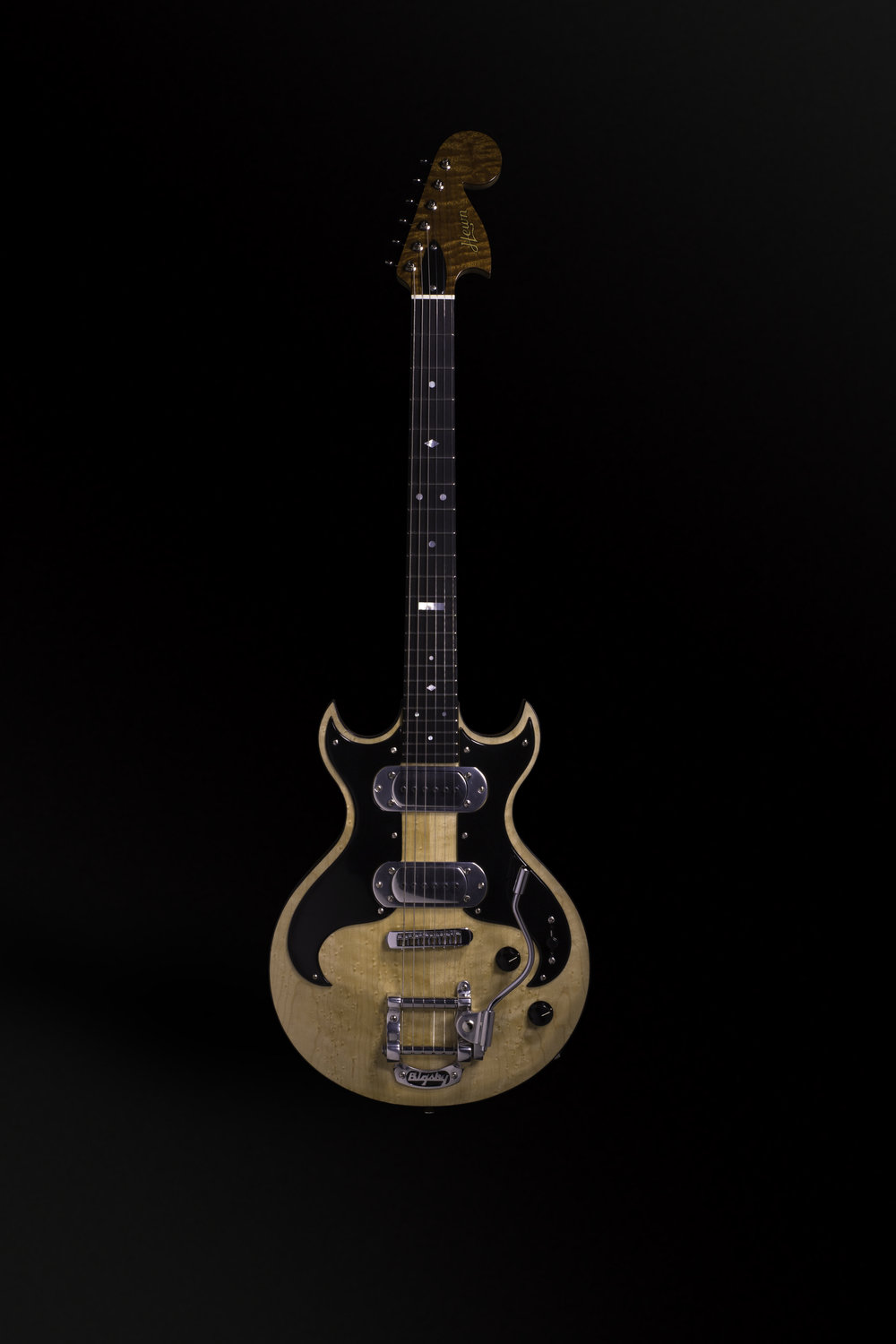 002_Bigsby_straight_front.jpg