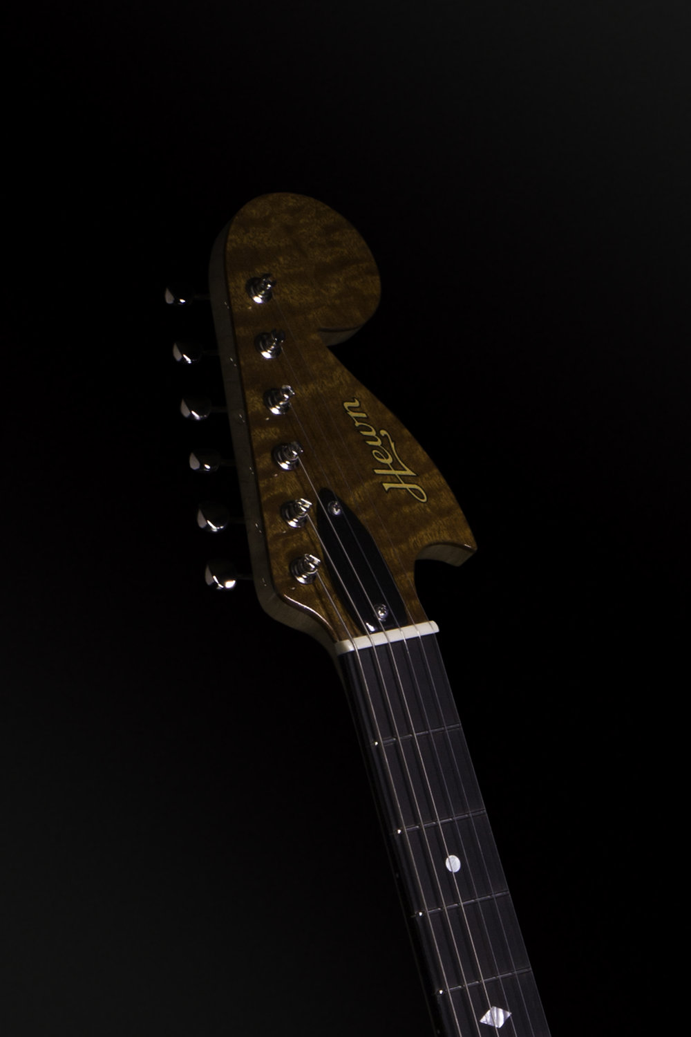 002_Bigsby_3q_front_headstock.jpg