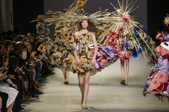 Yumi, Viktor&Rolf Haute Couture Spring/Summer 2015, Van Gogh Girls Image Credit: Team Peter Stigter