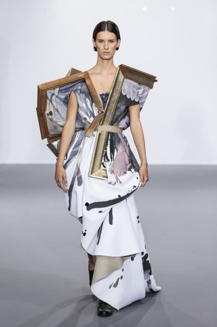 Marte-Mei, Viktor&Rolf Haute Couture Autumn/Winter 2015, Wearable Art Image Credit: Team Peter Stigter