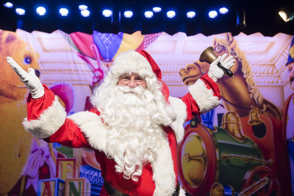 santachristmasspectacular03.jpg