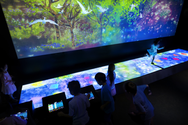 Create! Hopscotch for Geniuses - Photo credit: TeamLab