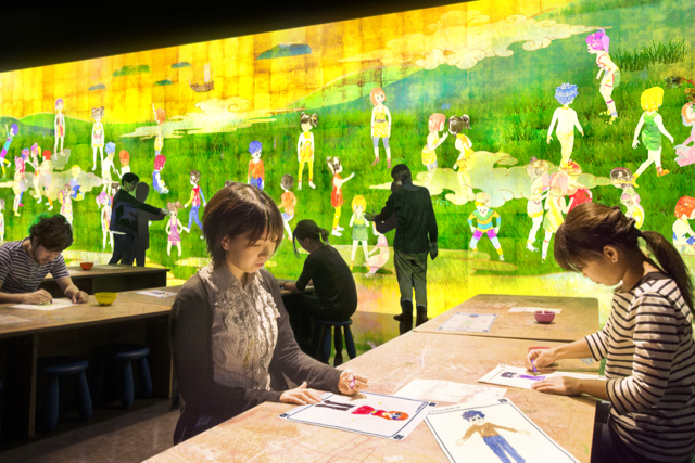 Sketch People - Photo credit: TeamLab