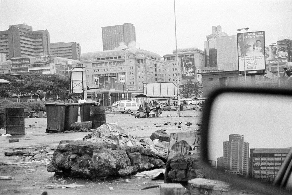 Andrew Tshabangu,  City informal Trading Place, 2004, courtesy Galerie Seippl Köln Johannesburg.jpg