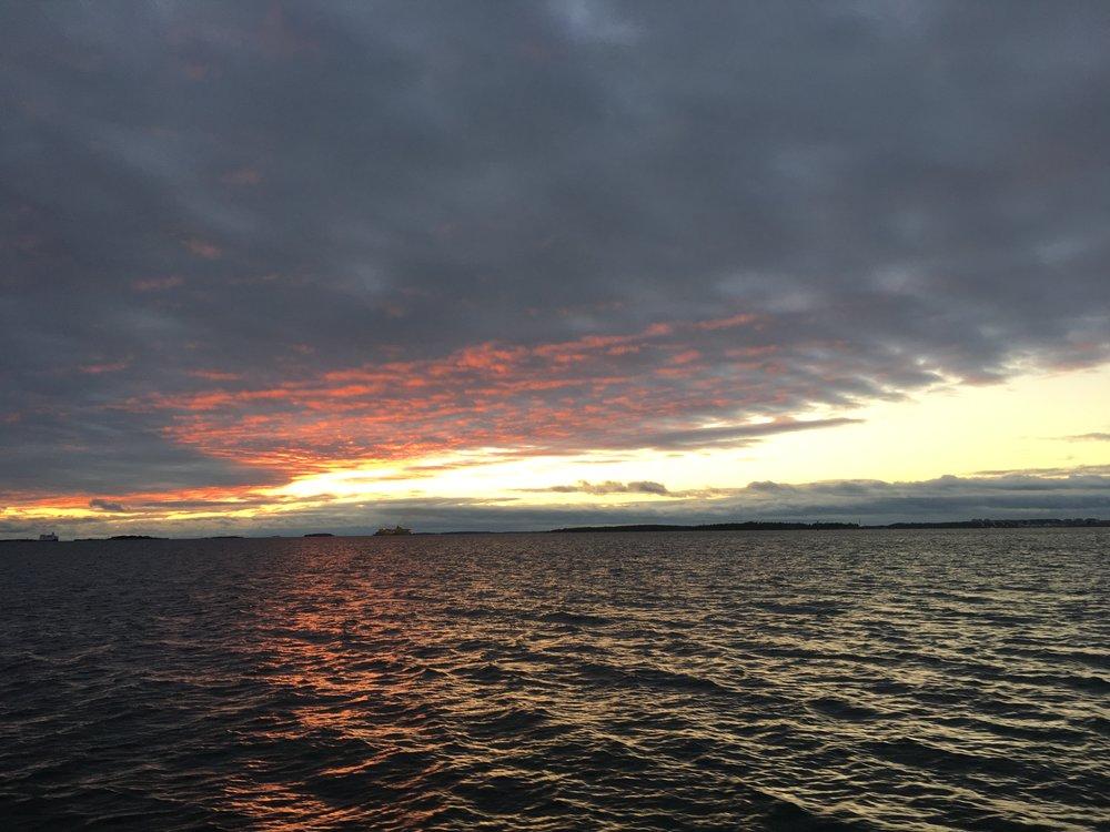 Tällainen taivas oli Suomenlinnan edustalla sunnuntaina.