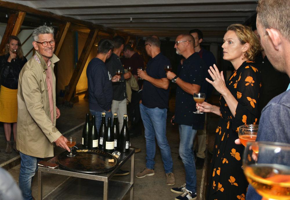 Gitte Holmboe explaining - Casper Vorting smiling