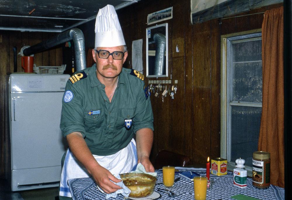 Kvällens höjdpunkt. Middagen. Beroende på om vi tjänstgjorde i Syrien eller Libanonvarierade detta med vem som lagade mat.