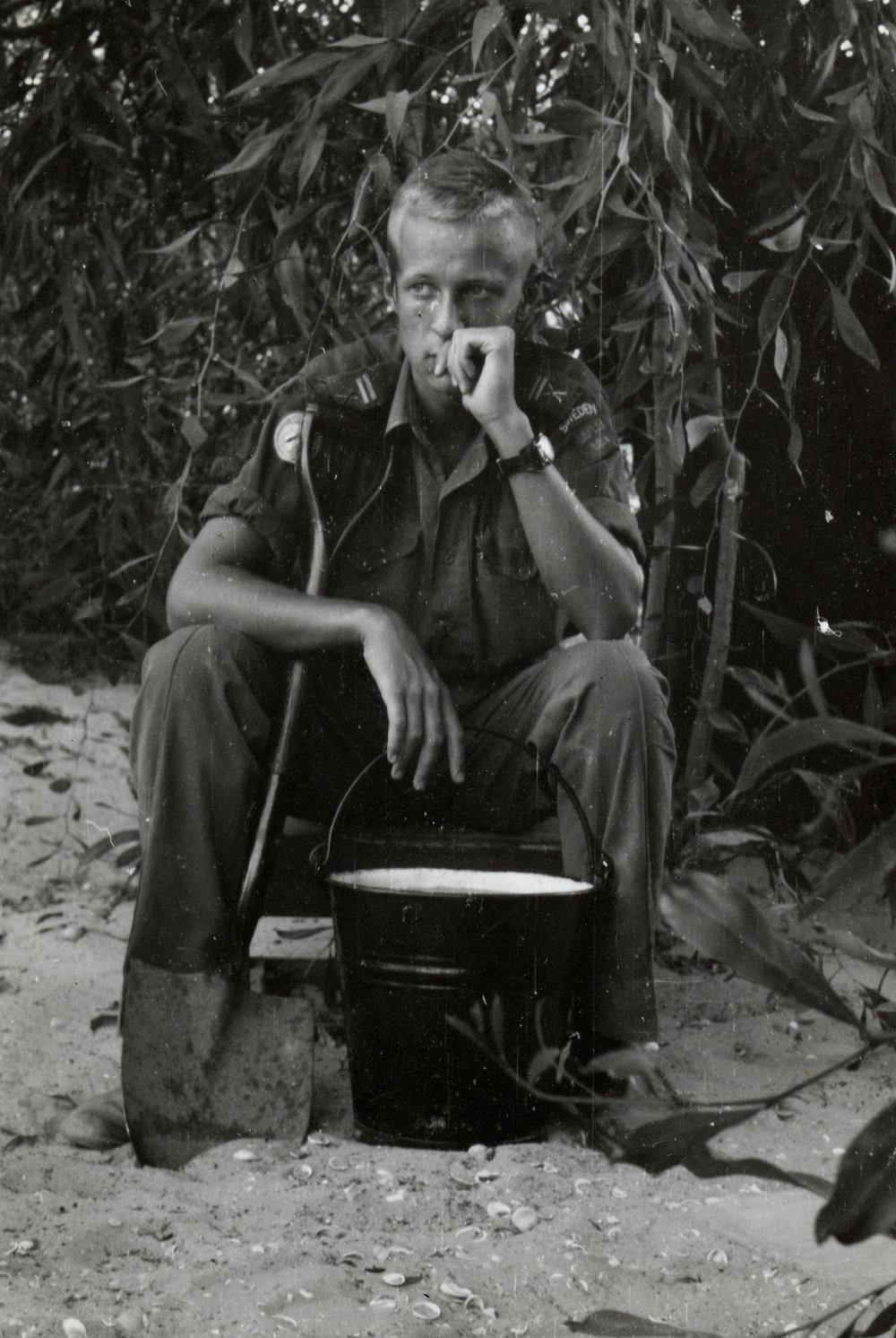 Korpral Per-Åke Strandin på plats i Gaza 1959. Ur Per-Åke Strandins arkiv.