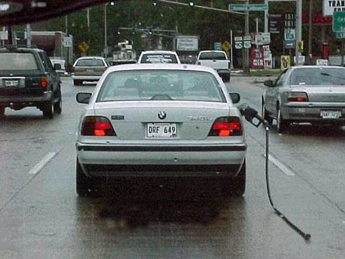 Usuario despistado tras poner gasolina