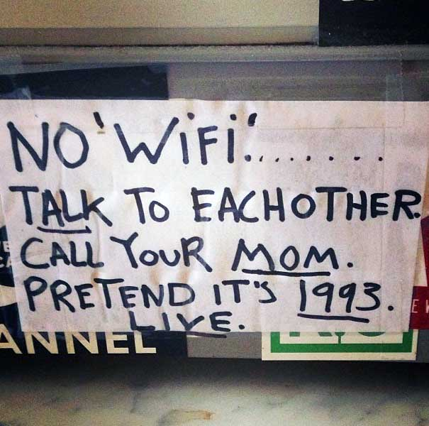 3 razones para dejar tu móvil en tu bolsillo cuando estás en medio de una conversación.