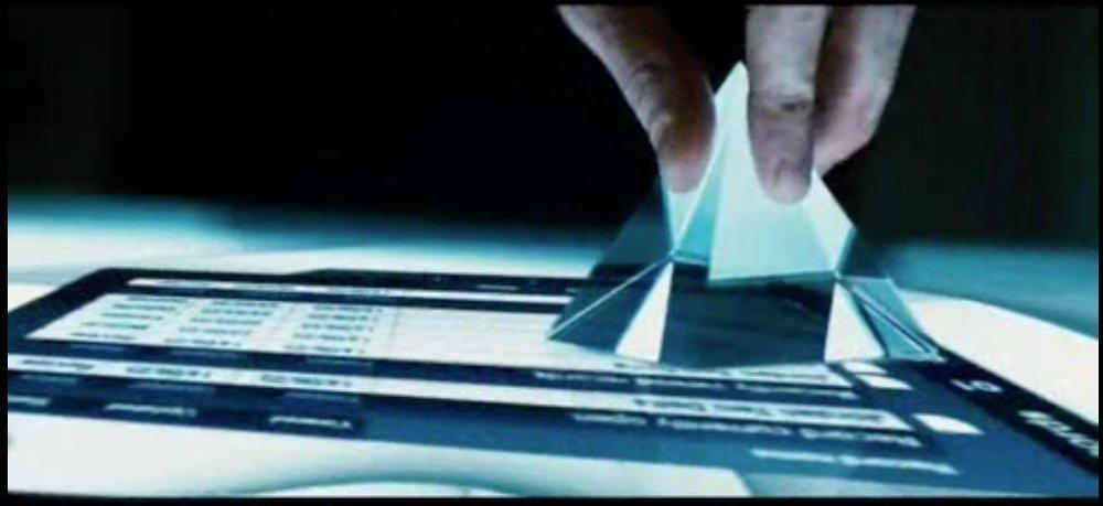 La pirámide empleada como elemento de interacción en la película La Isla