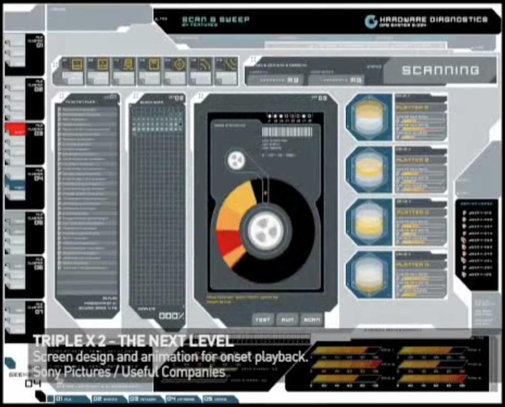 Fotograma de la película 'Estado de Emergencia' donde podemos apreciar la sobrecarga de información en pantalla