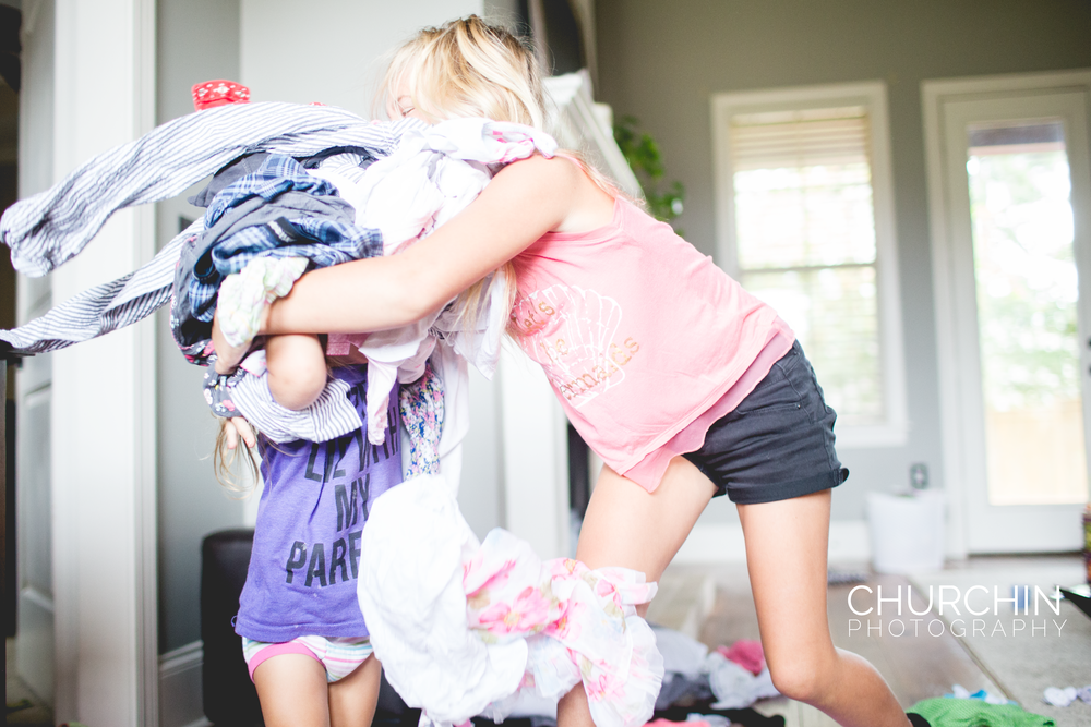 childrenplayinginlaundry