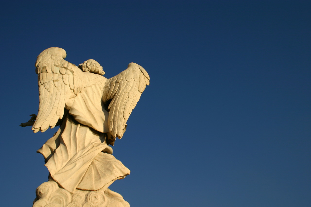 Angel overlooking the Tevere.