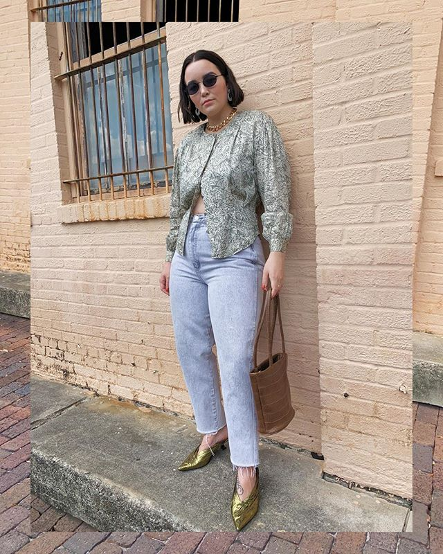 New look is up on the blog! Actually it was up a few days ago but then Instagram, well you know what happened. Whatevs. Here it is now. A few things I'm loving right now. Acid wash jeans. Un-tucked shirts. And chain chokers. And then throw it ALL together.   #whatiwore #alwaysplaydressup #whatshewore #ootd #fashion #style #styled #stylist #vintage #thrifted #vintagestyle #vintagefashion #thriftstorestyle #sunshinethrift #thriftvintage #consciousfashion #thriftstorefinds #vintagelover #vintagelizclaiborne #blogger #fashionblogger #styleblogger #floridablogger #lovelakeland