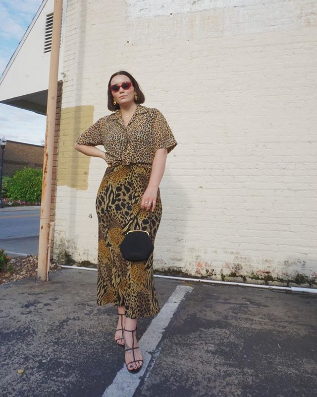 Double the animal print || Double the fun 🐆 If y'all know me, you know this is MY LOOK. All the prints. All the time. Classic but over the top. Ha! Sharing more of this look on the blog! ⁣ ⁣ #whatiwore #whatshewore #wiw #ootd #instastyle #alwaysplaydressup #vintage #thrifted #vintagestyle #vintagefashion #thriftstorestyle #consciousfashion #recycledfashion #thriftstorefinds #vintagelover #blogger #fashionblogger #styleblogger #floridablogger #lovelakeland #style #styled #styleitup #fashion