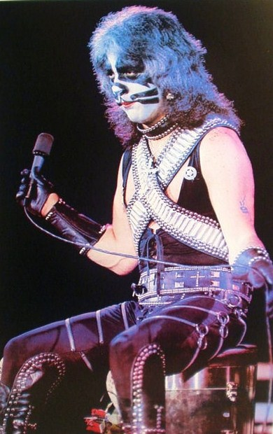 Kiss_-_Peter_Criss_(1977).jpg