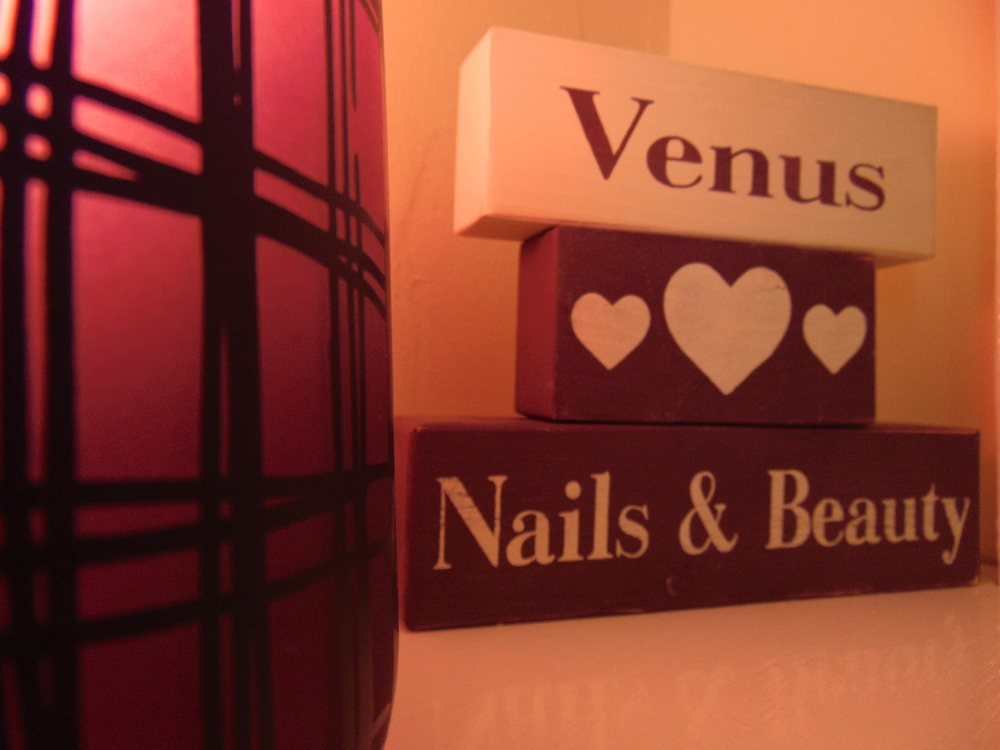 Wondering-Through-Venus-Beauty-and-Hair-Salon-Nails-Devon.JPG