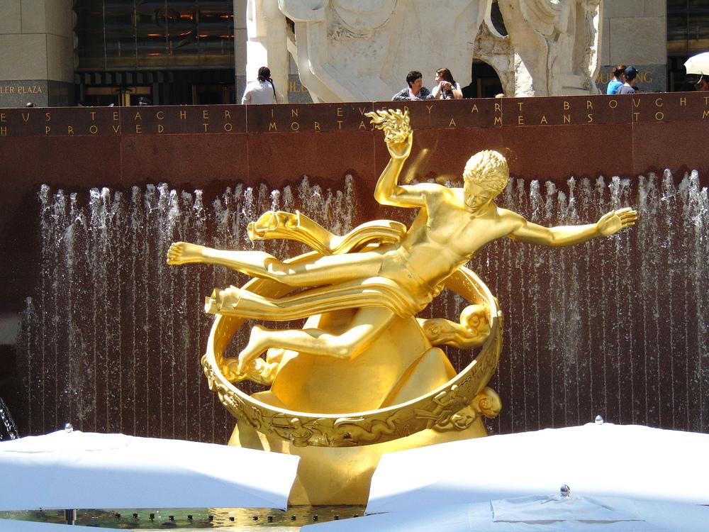Wondering-Through-New-York-Fountain-Statue.JPG
