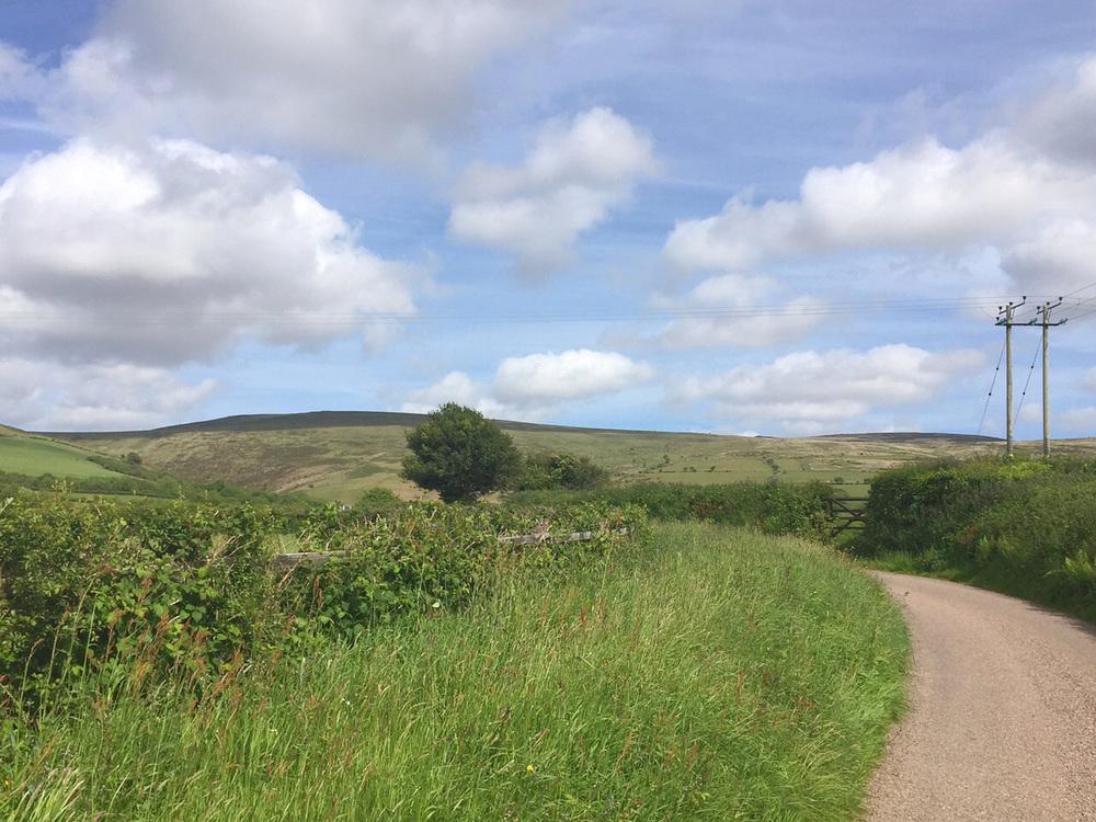Wondering-Through-Summer-Bucket-List-Beautiful-Countryside.JPG