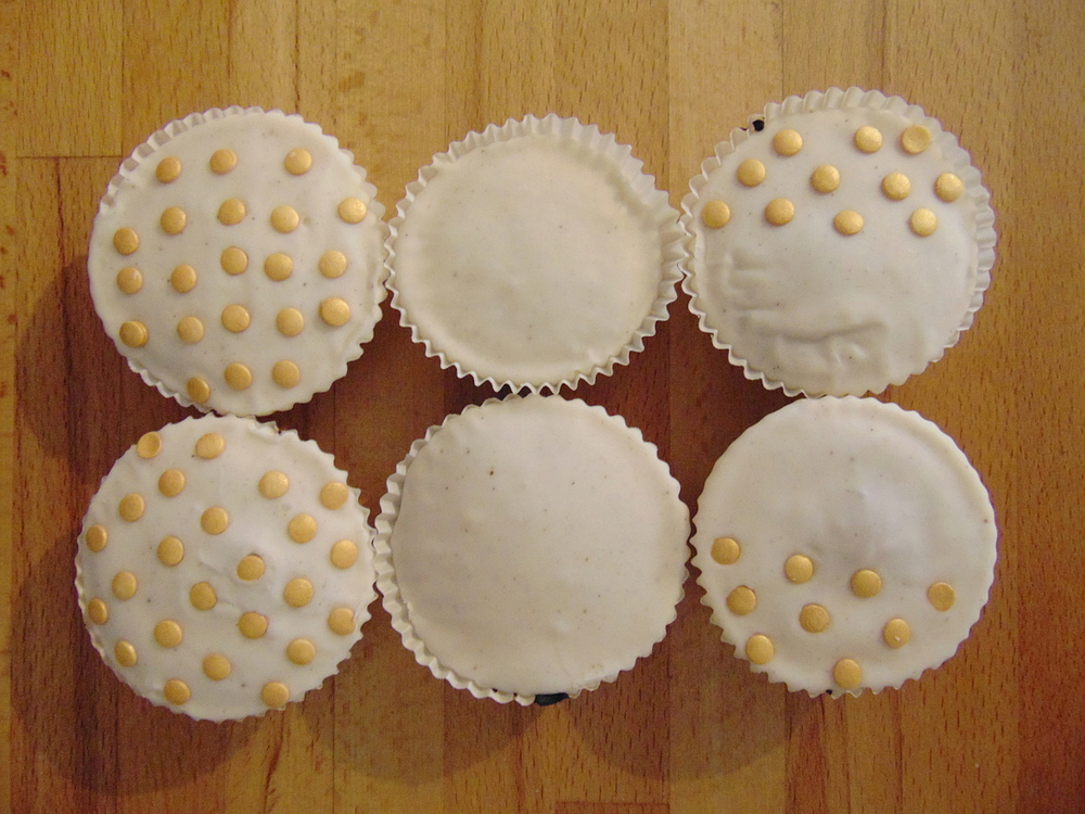 Wondering-Through-In-the-Kitchen-Pumpkin-Spiced-Cupcakes-Finished.JPG
