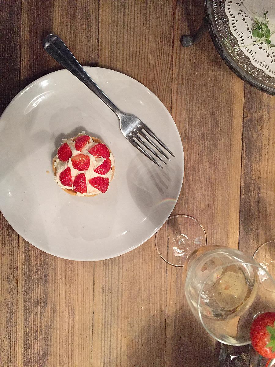 Wondering-Through-Eat-Afternoon-Tea-at-Bill's-Strawberry-Tart.JPG