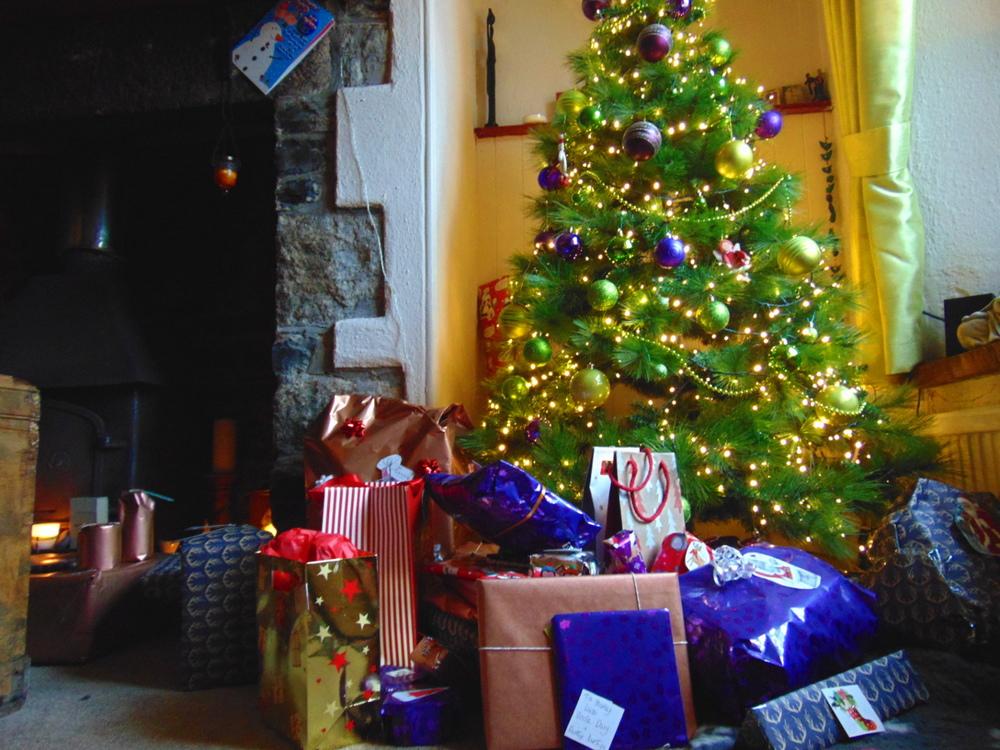 Wondering-Through-December-Favourites-Christmas-Tree.JPG
